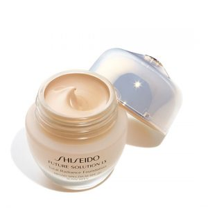 Future Solution LX Total Radiance Foundation SPF 20